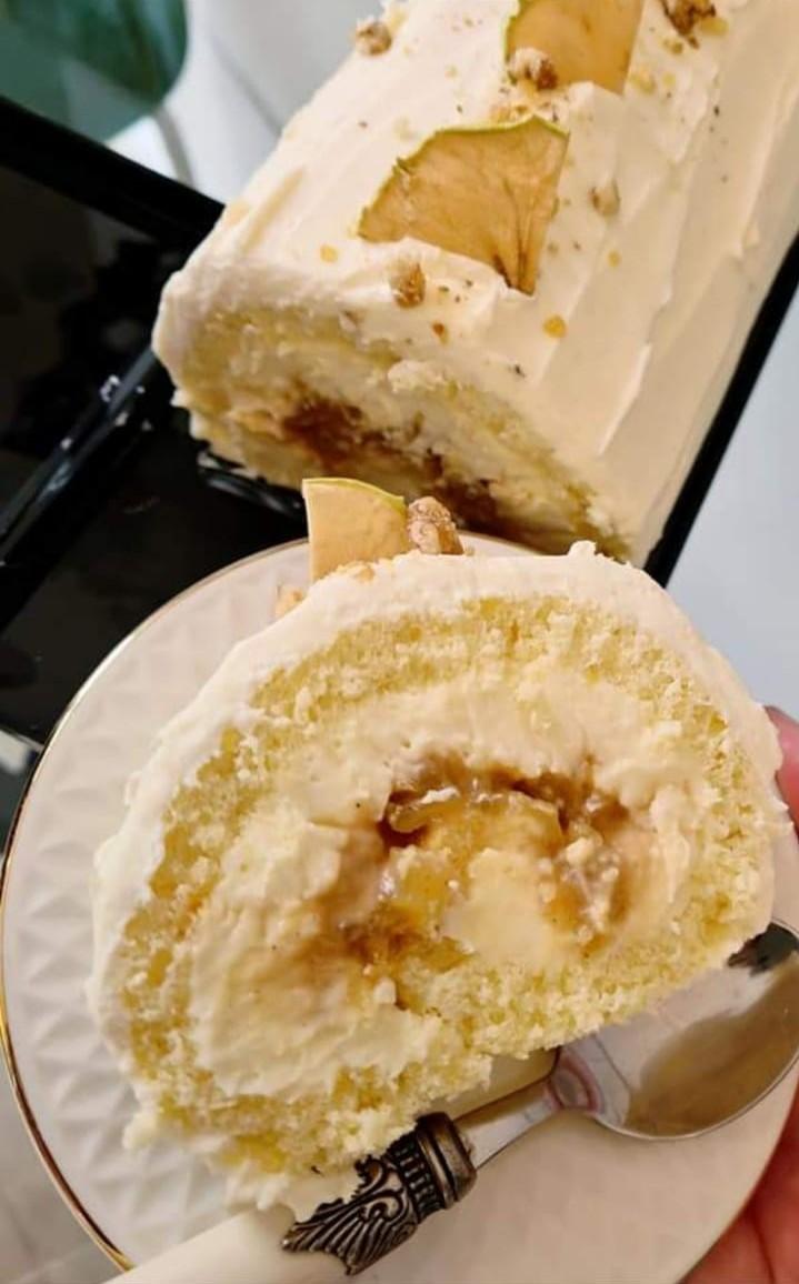 Rulada vanilie,mere și caramel
