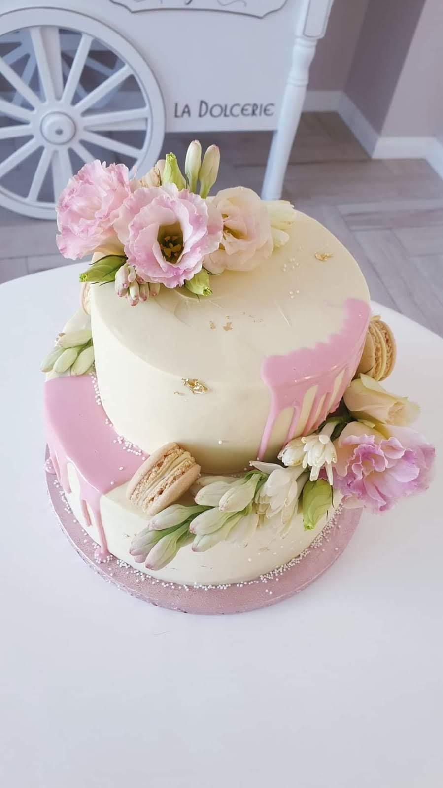 Tort drip si flori